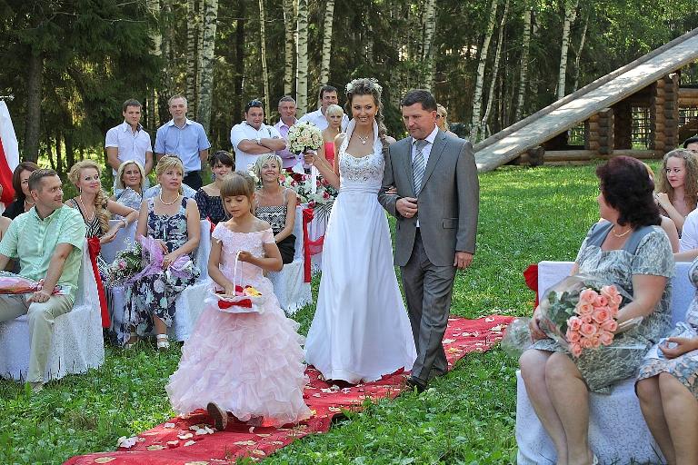 Секс гуляние с невесткой по лесу 14 фотография